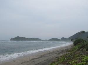 Pantai depan Hotel