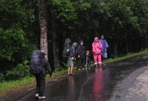 Menuju Gerbang Pos Pendakian G. Salak