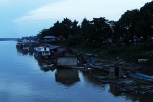 Pelabuhan Melak Ketika Senja