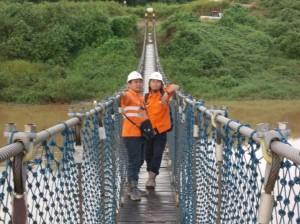 Di Tengah Jembatan