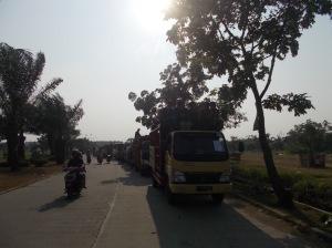 Aksi Warga Telaga Murni menolak Gunung Garuda