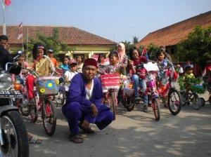 Mengawal Sepeda Hias
